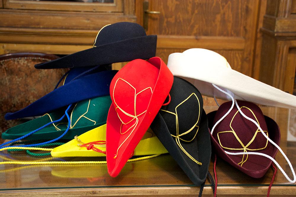 Feluca goliardica cappello universitario goliardico